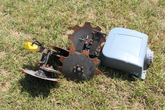 (2) closing wheels and rinse tank