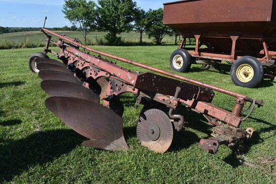 IH 510 5-bottom plow