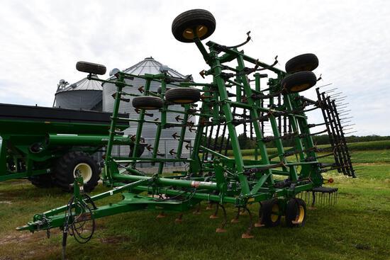 2012 John Deere 2210 44.5' field cultivator