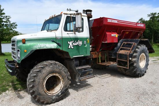 1980 International Easy-Rider 1600-C fertilizer spreader