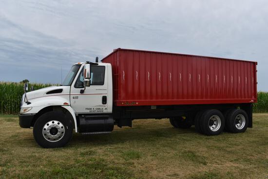 2004 International 4400 grain truck