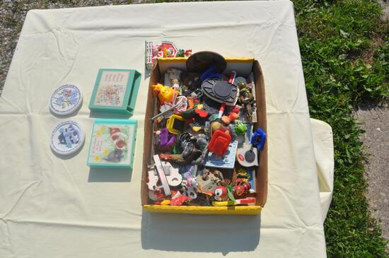 lot box of kitchen figurine magnets