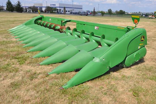 "2013 JD 612C 12 row 30"" StalkMaster corn head"