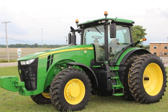 2017 JD 8295R MFWD tractor