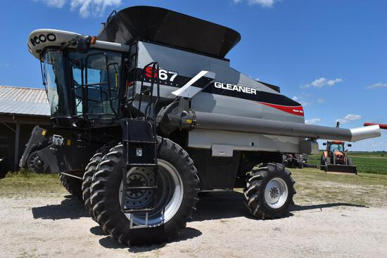 "2011 Gleaner S67 ""Super Six"" 4wd combine"