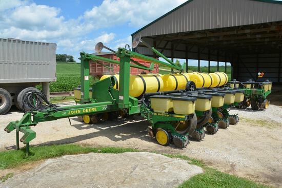 "1992 John Deere 7200 16 row 30"" planter"