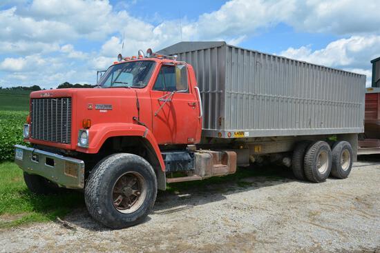 1980 GMC Brigadeer tandem grain truck