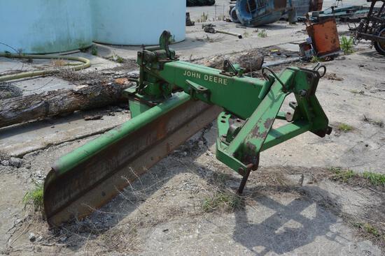 John Deere 115 9' 3-pt. blade, fully adjustable