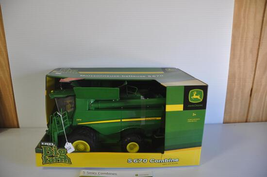 Ertl Big Farm John Deere S670 Toy Combine