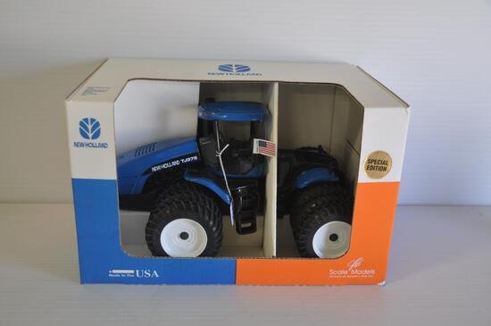 Scale Models 1/16 Scale New Holland TJ375 4-Wheel Drive Tractor, Triples, 2001 Farm Progress Show