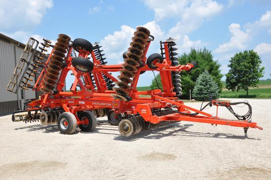2012 Kuhn-Krause 8000 30' Excelerator vertical tillage tool