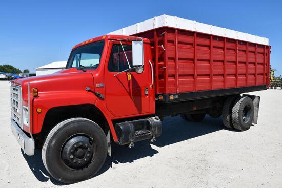1987 International S1900 grain truck