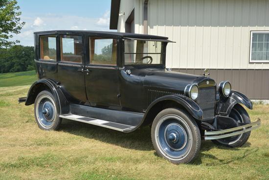 1924 Reo T6 4 door sedan