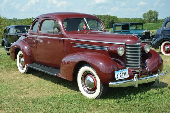 1937 Oldsmobile Opera coupe