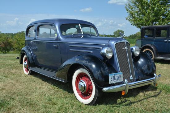 1935 Chevrolet 2 door sedan