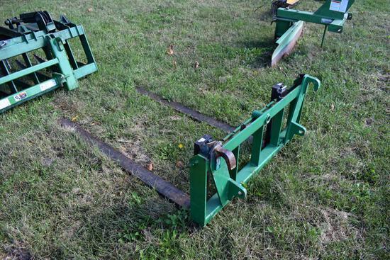 Pallet forks for John Deere 520M loader