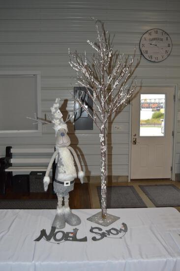 """Winter tree, reindeer, metal """"Snow"""" and """"Noel"""" signs (1566)"""