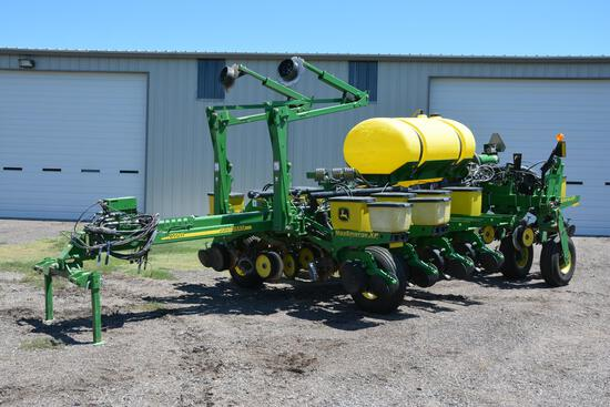 "2012 John Deere 1770NT 12 row 30"" planter"