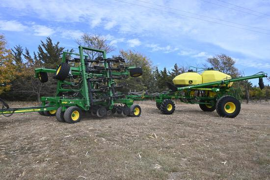 2011 John Deere 1890 30' air drill & 2011 John Deere 1910 pull behind cart