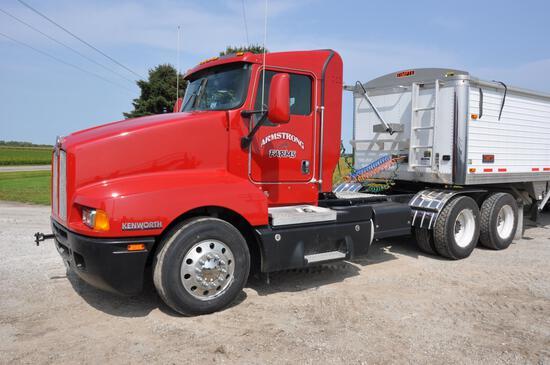 2005 Kenworth T600 daycab truck