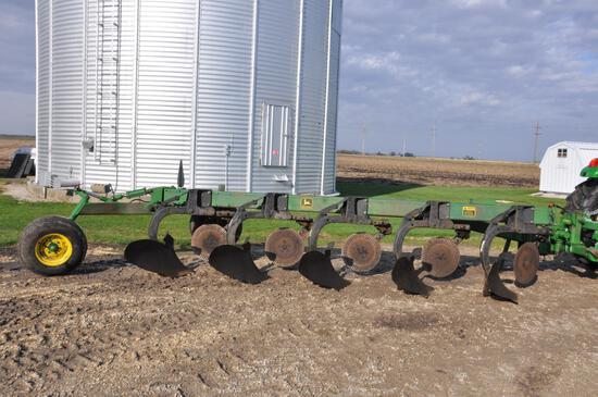 John Deere 2700 5-bottom plow