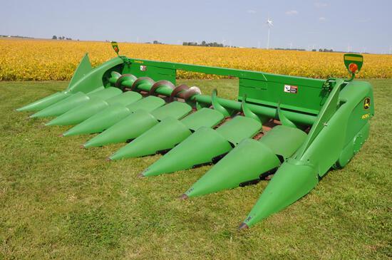 "2009 John Deere 608C 8 row 30"" corn head"
