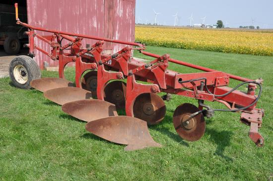 IH 720 4-bottom plow
