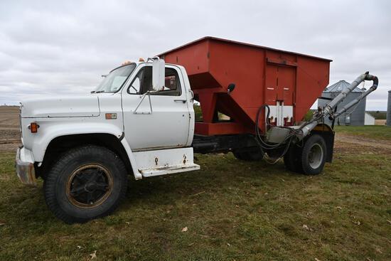 1982 GMC 7000 tender truck