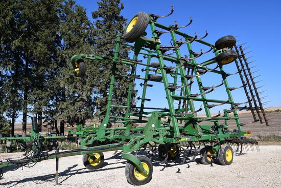 John Deere 2200 38.5' field cultivator