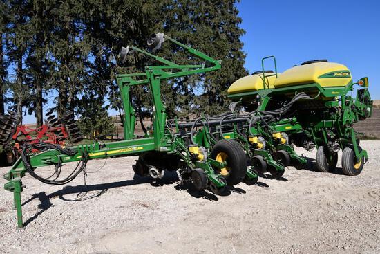 "2005 John Deere 1770NT CCS 12 row 30"" planter"