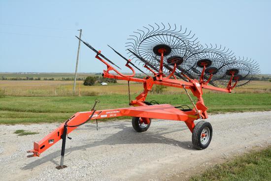 2010 Kuhn SR112 12-wheel hay rake
