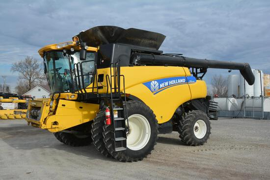 2014 New Holland CR8090 4wd combine