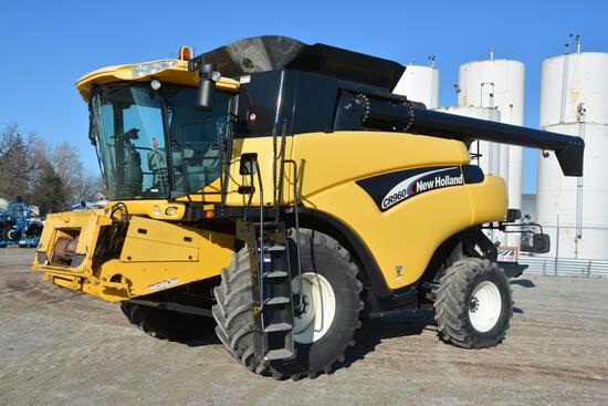 2004 New Holland CR960 2wd combine