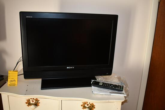 "26"" Sony TV, duck lamp"