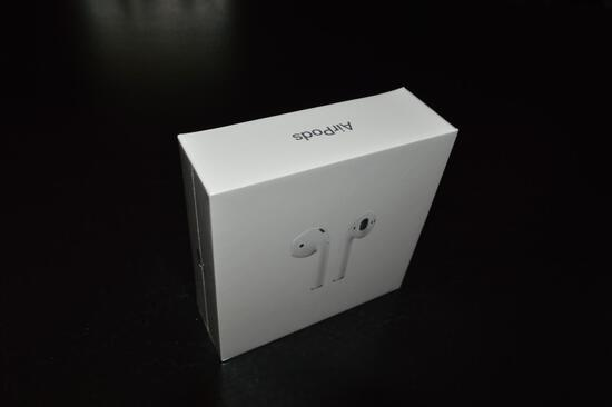 Apple Air Pods W/ Charging Case