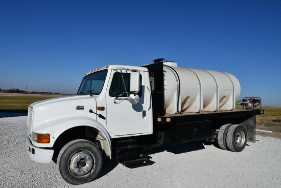 2001 International 4700 liquid tender truck