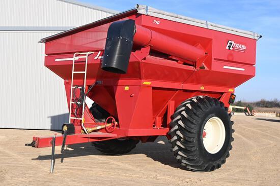 2016 E-Z Trail 710 grain cart