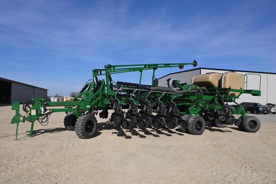 """2011 Great Plains YP4025A 16 row 30"""" front fold planter"""