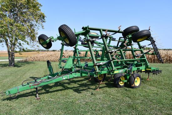 2004 John Deere 980 22' field cultivator