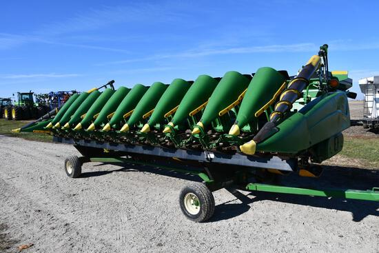 "2001 John Deere 1290 12 row 20"" corn head"