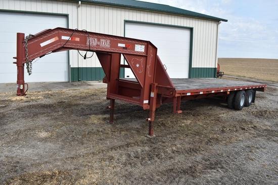 Load Trail 28' tandem axle gooseneck trailer