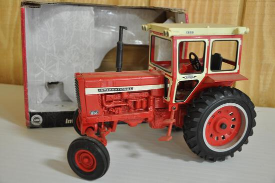 International 856 tractor 1/16th scale die cast