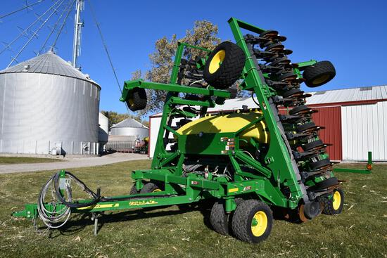 2015 John Deere 1990 CCS 40' air seeder