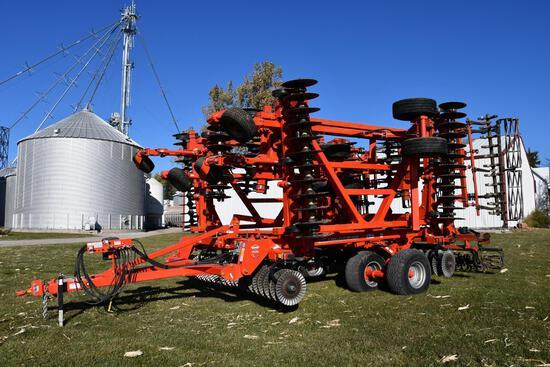 2018 Kuhn Krause 8005 Excelerator 40' vertical tillage tool