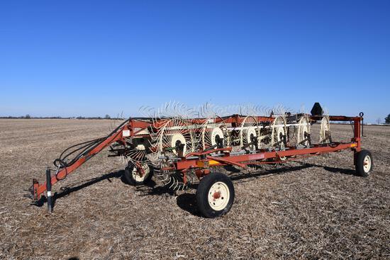 Hesston 3983 12-wheel rake