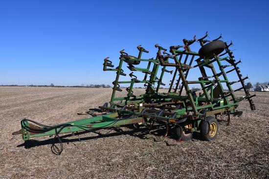 John Deere 960 28' field cultivator