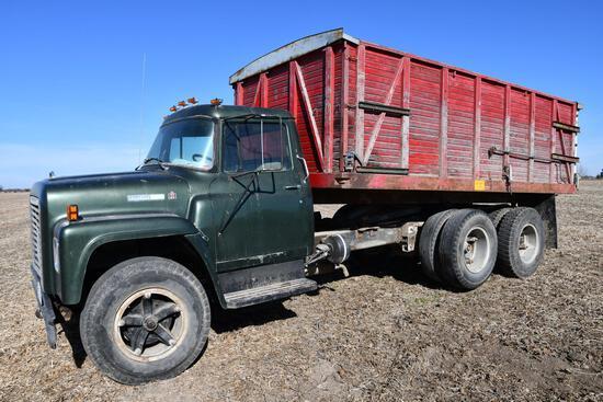 1974 International Loadstar 1600 grain truck