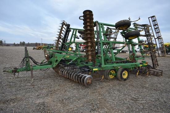 2001 John Deere 726 32' mulch finisher