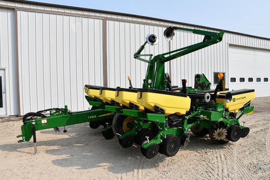 "2015 John Deere 1765 1765 12 row 30"" planter"