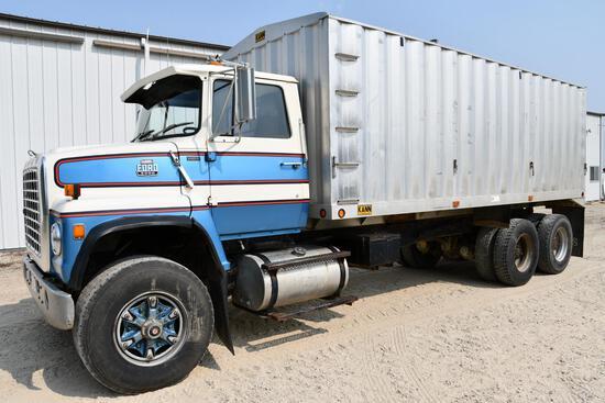 1983 Ford 8000 tandem grain truck